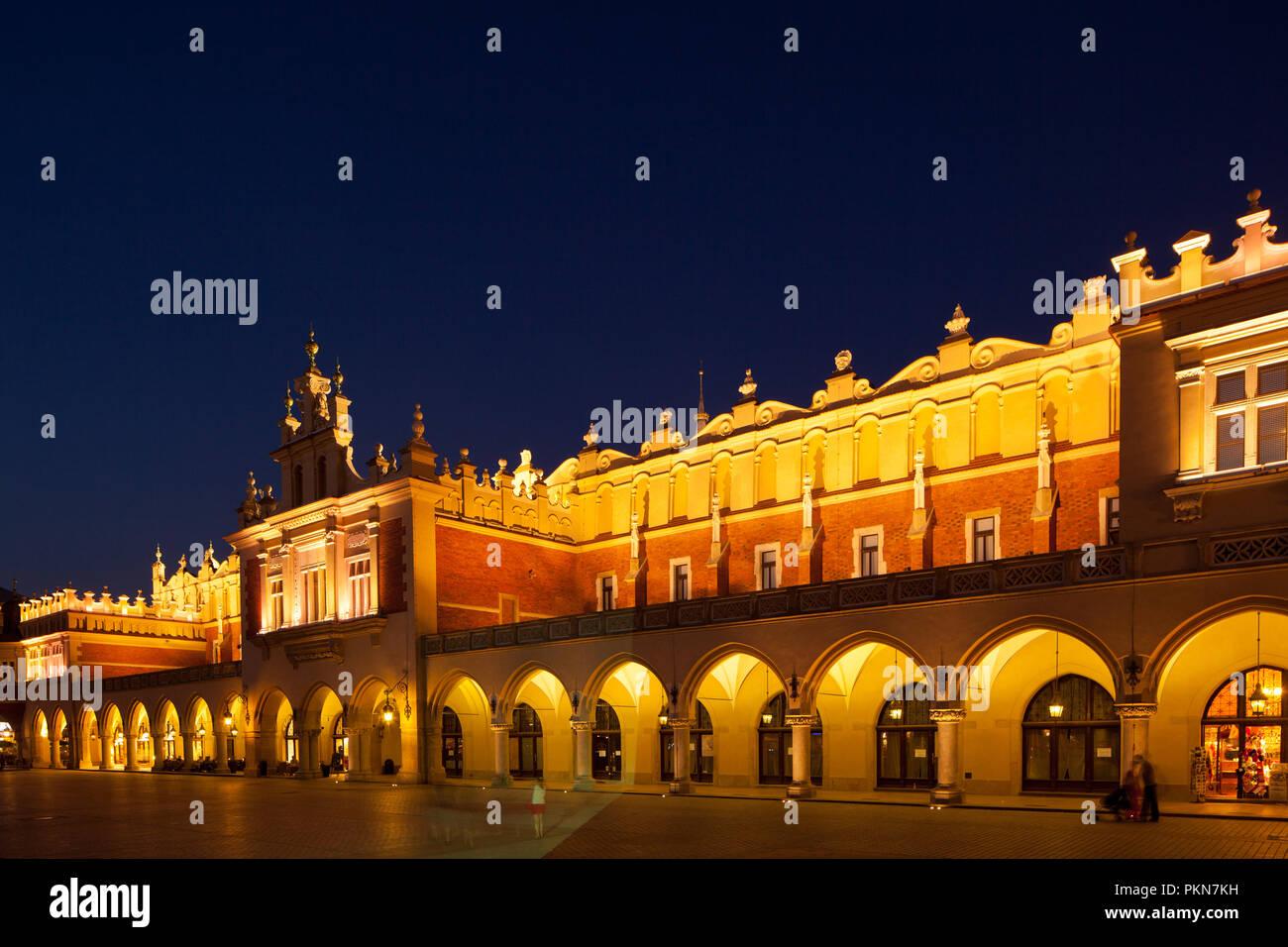 Alte Markthallen, die Tuchhallen auf dem Marktplatz in Krakau - Stock Image