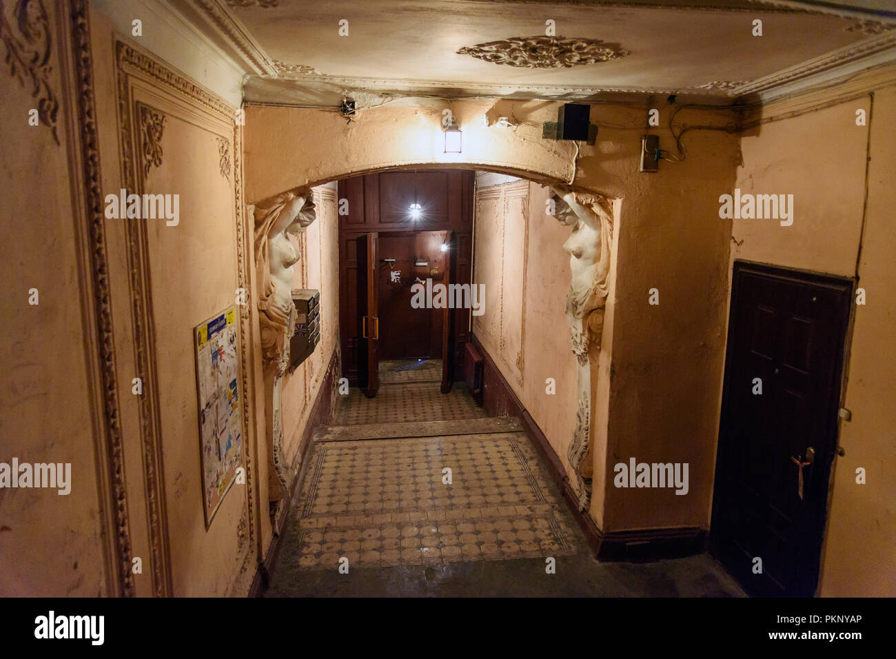 Saint Petersburg, Russia - January 22, 2018: Grand entrance of profitable house in the centre of city - Stock Image