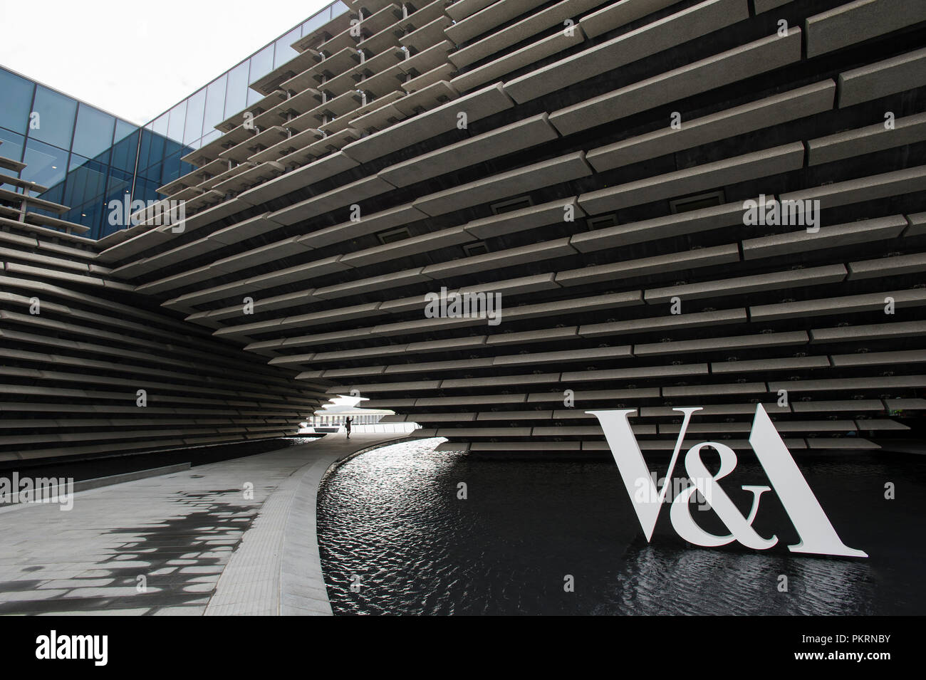 Exterior view of the new V & A design museum on the Dundee waterfront, Dundee, Scotland. - Stock Image