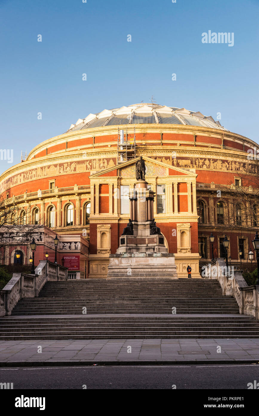 Facade of an Royal Albert Hall, old classic building with peolple around in London, England, United Kingdom - Stock Image