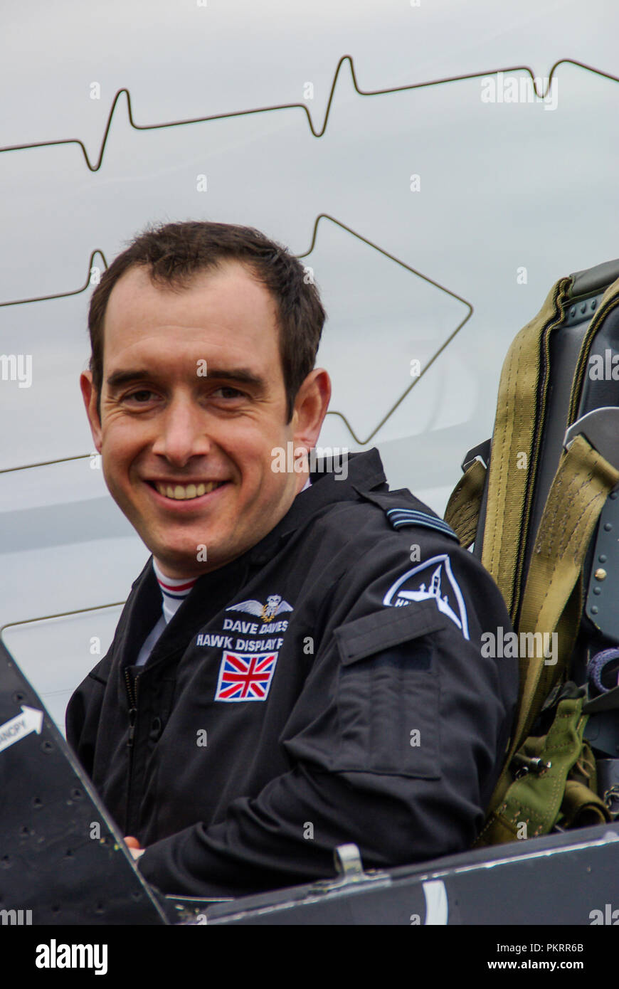 Dave Davies, Royal Air Force RAF BAe Hawk solo display pilot in cockpit of jet plane. Canopy explosive cord for emergency ejection. Seat - Stock Image