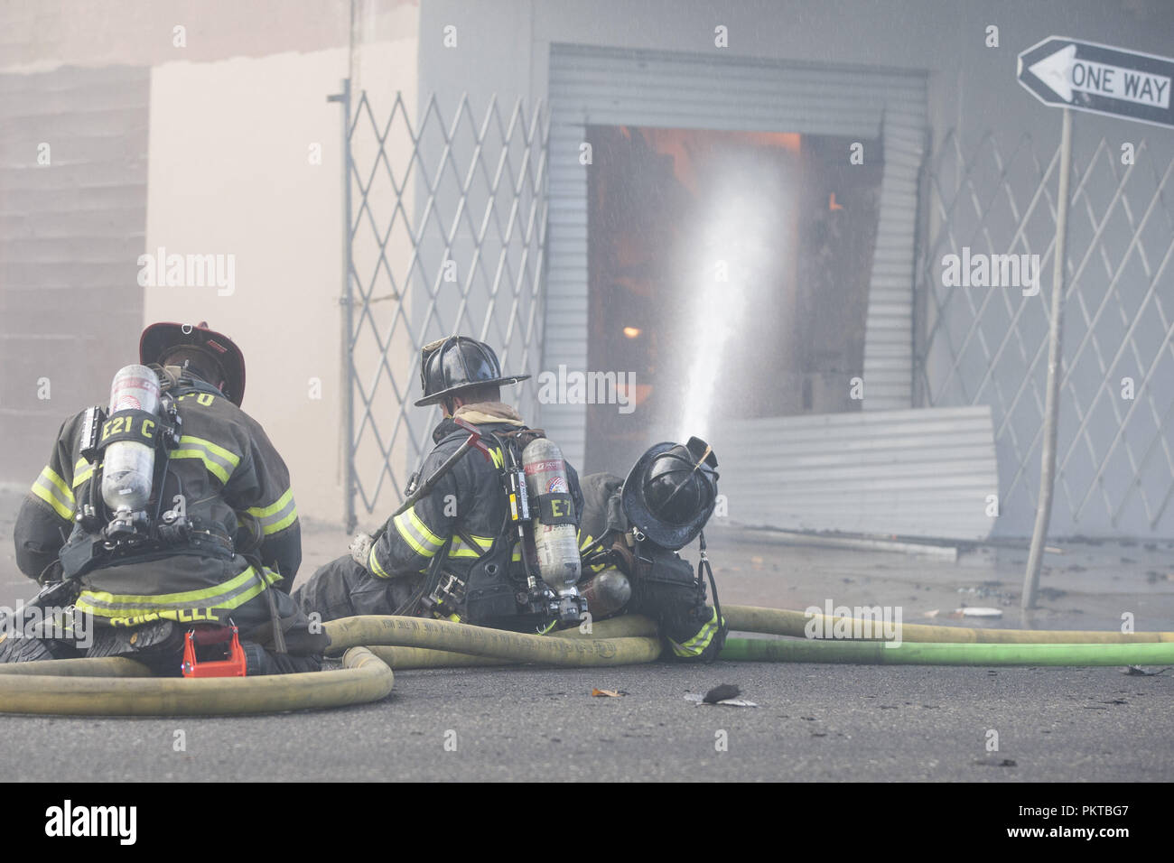 Modesto, California, U S A  14th Sep, 2018  Firefighters shoot a