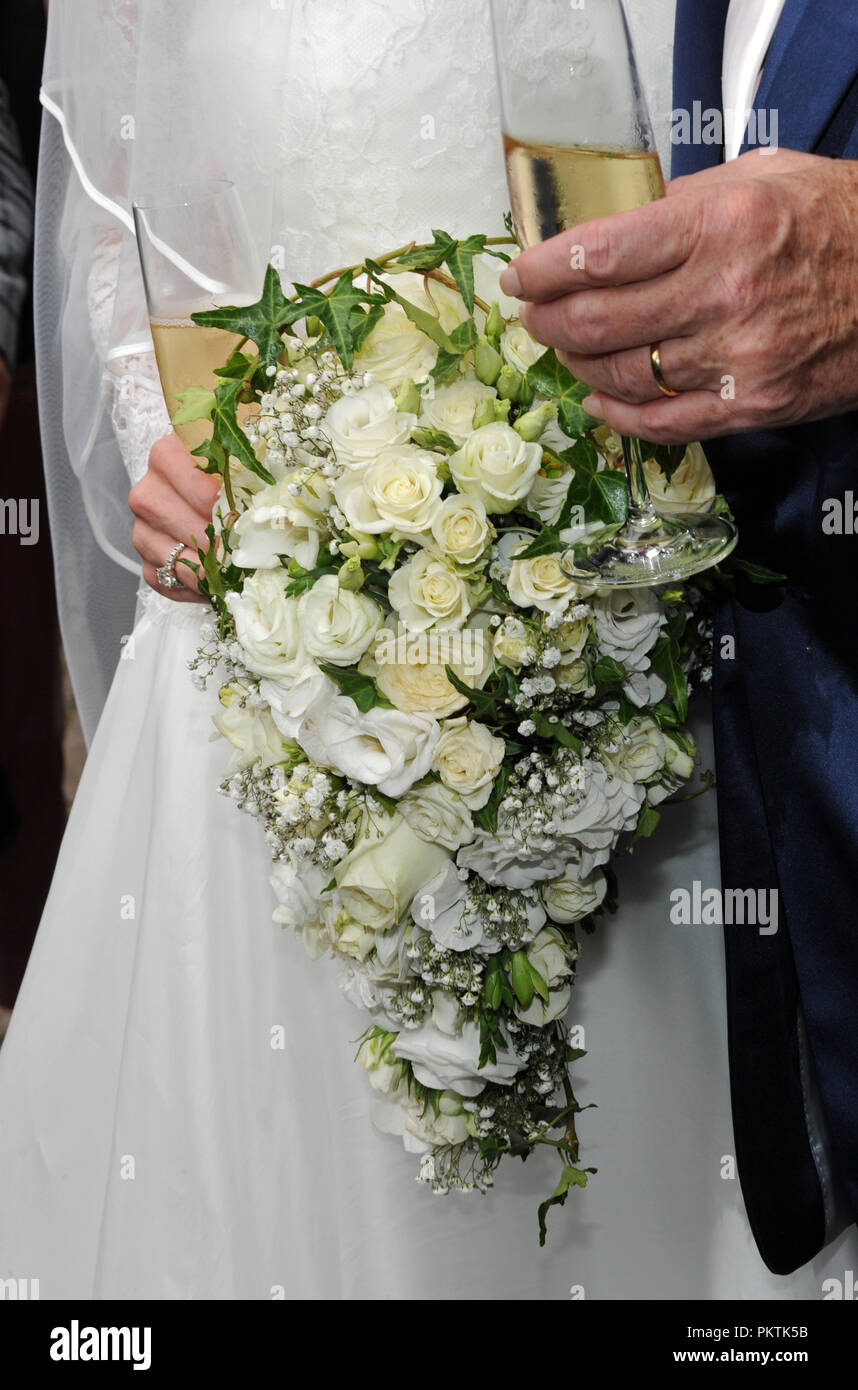 Gruenwald bavaria 15th sep 2018 15 september 2018 germany 15 september 2018 germany gruenwald the bridal bouquet of bride laura siegel consists of white flowers with ivy credit ursula drendpaalamy live news mightylinksfo