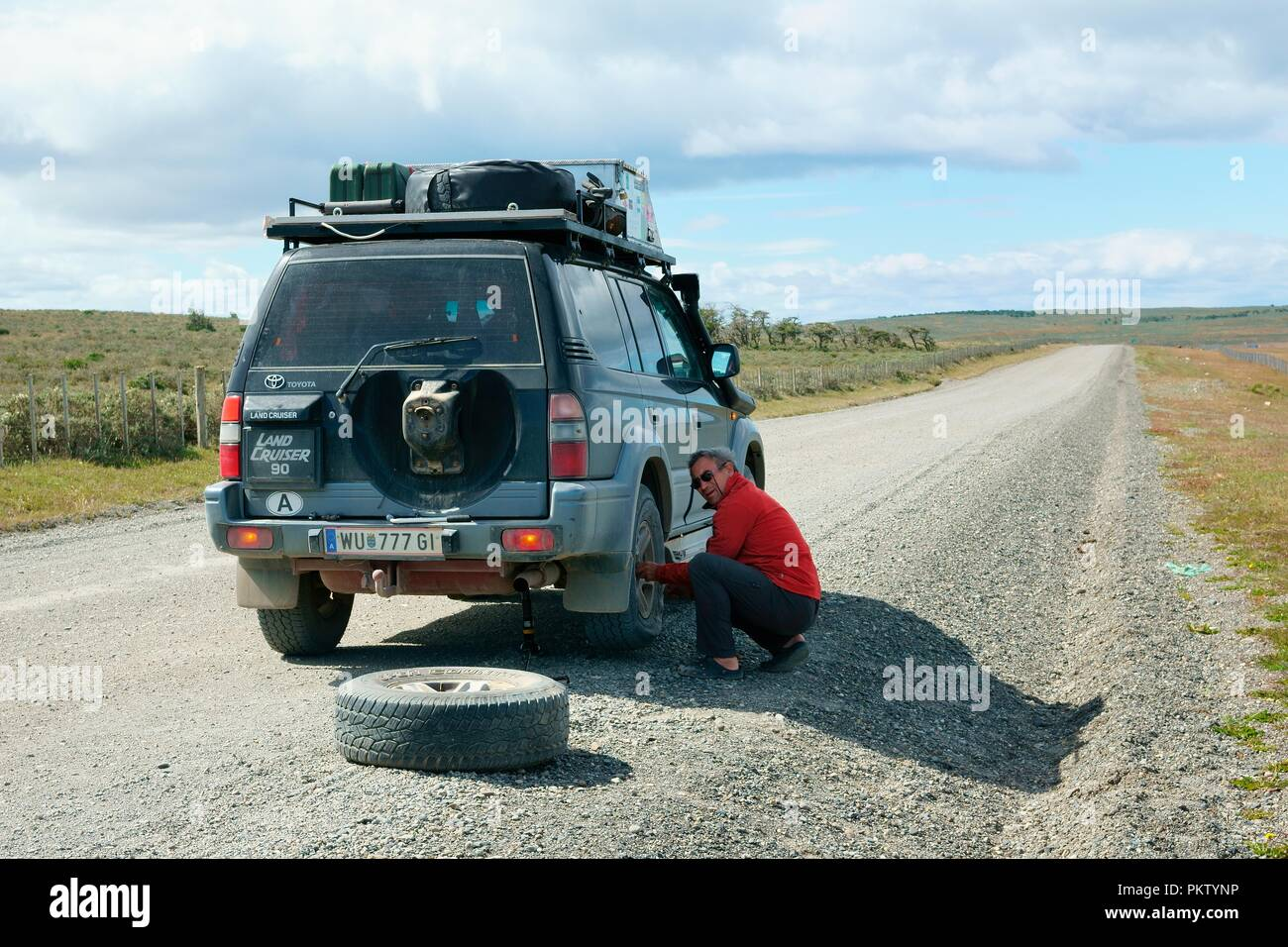 Tire damage on a SUV on the Y50 near Rio Verde, Magallanes, Patagonia, Chile - Stock Image