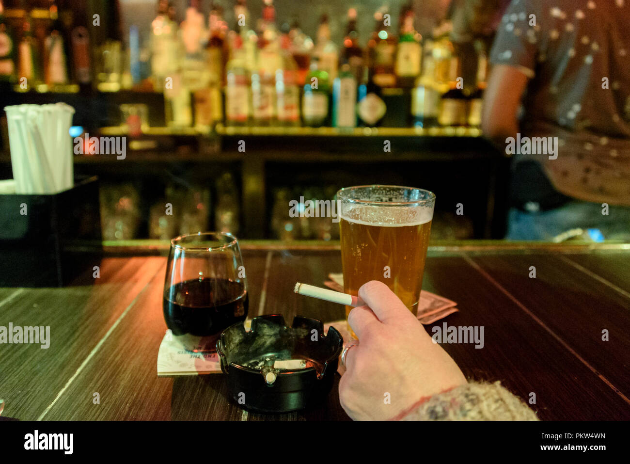 04-2018 New York, USA. Smoking is still permitted in some bars in New York City. Photo: © Simon Grosset - Stock Image