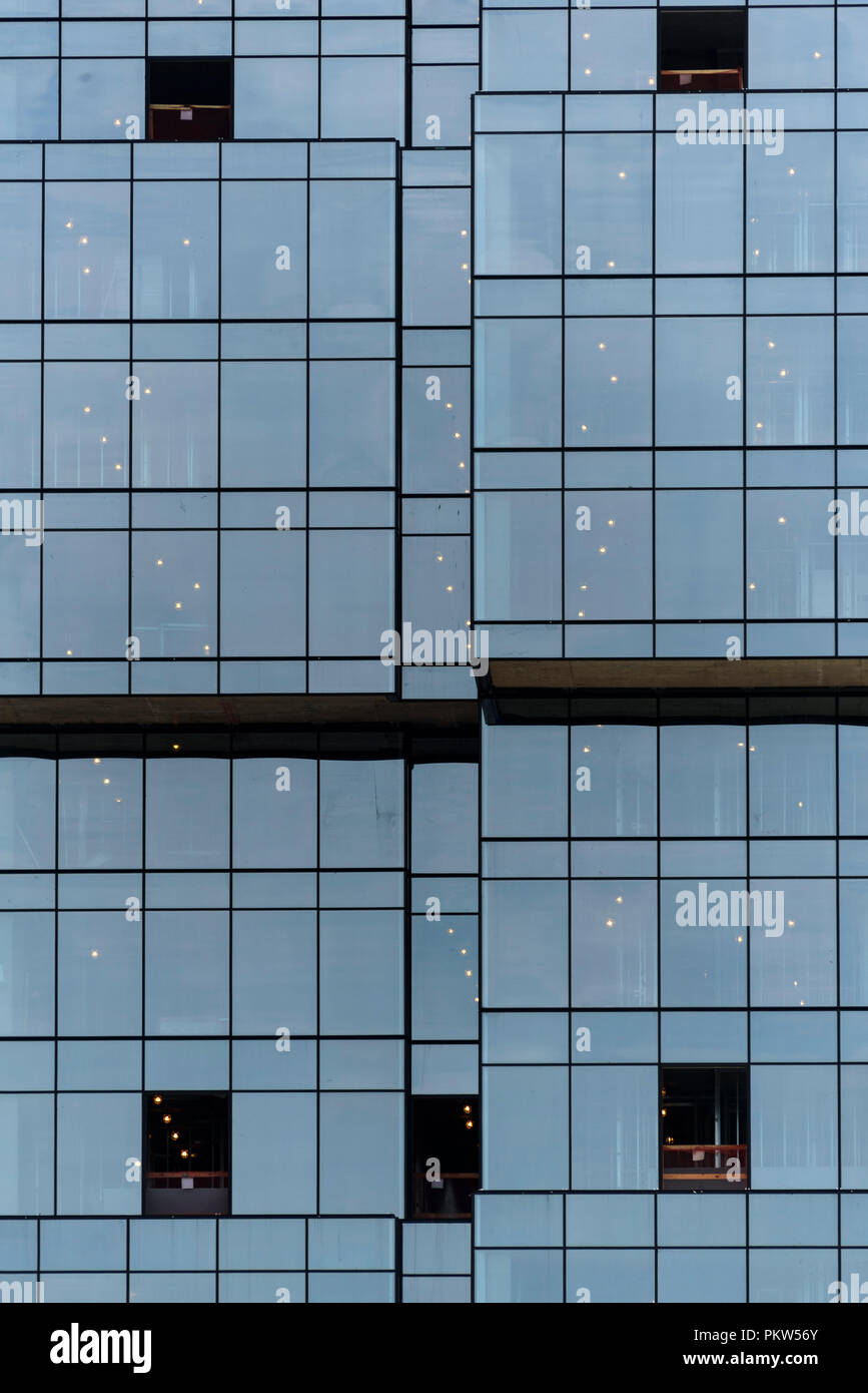 04-2018 New York, USA. Glass facade of a new building under construction in Brooklyn.  Photo: © Simon Grosset - Stock Image
