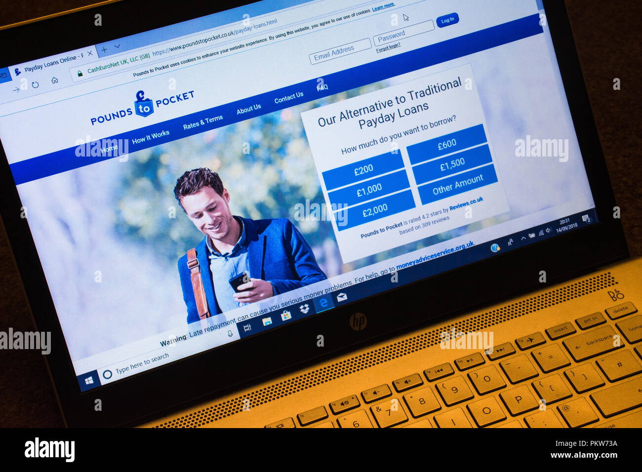 Pounds to pocket payday loans website screenshot on a laptop computer - Stock Image