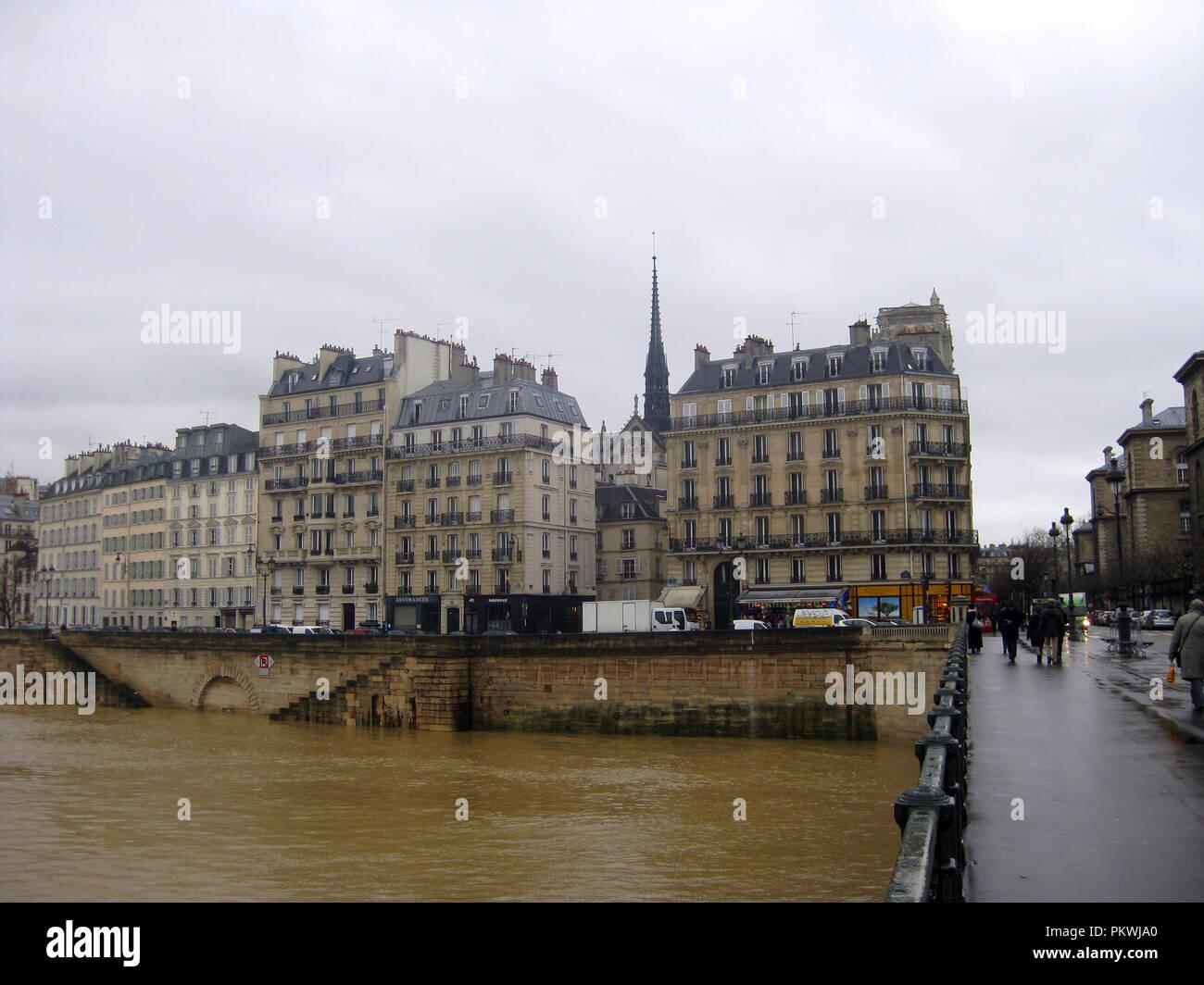 Paris building next to La Seine river - Stock Image