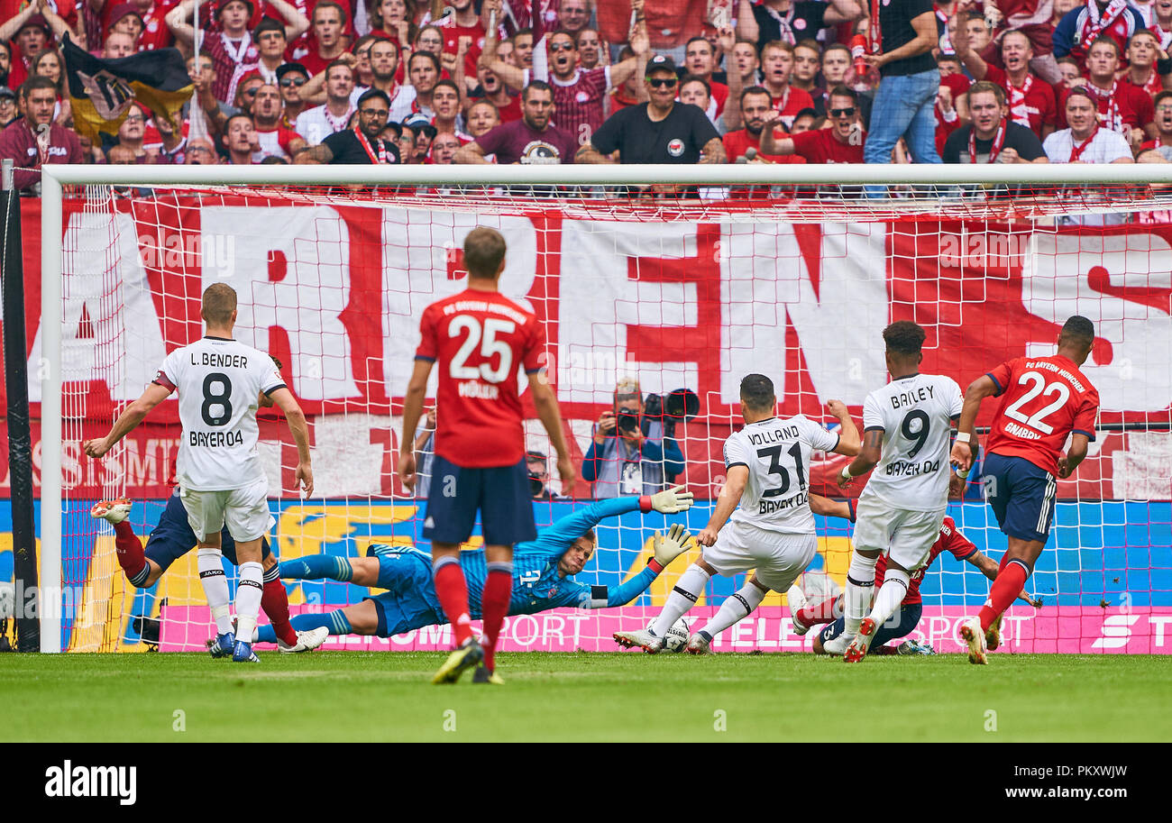 Munich, Germany. 15th September 2018.  second shot of  Kevin VOLLAND, LEV 31after he lost the penalty against Manuel NEUER, FCB 1, fights for the ball, catches, catch, hold, action, frame, cut out, reaction, fist,  FC BAYERN MUNICH -  BAYER 04 LEVERKUSEN 3-1  - DFL REGULATIONS PROHIBIT ANY USE OF PHOTOGRAPHS as IMAGE SEQUENCES and/or QUASI-VIDEO -  1.German Soccer League , Munich, September 15, 2018,  Season 2018/2019, matchday 4 © Peter Schatz / Alamy Live News - Stock Image