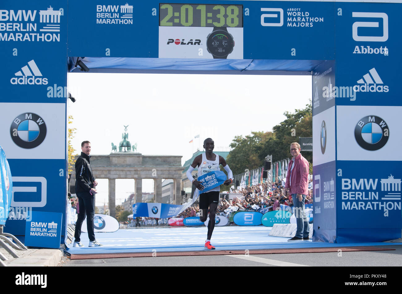 Berlin, Germany. 16th September 2018. Kenyan Eliud Kipchoge wins the 45th BMW Berlin Marathon in 2:01:39 hours. He sets a world record and remained 1:18 minutes below the four-year-old top time of his compatriot Kimetto. Photo: Soeren Stache/dpa Credit: dpa picture alliance/Alamy Live News Credit: dpa picture alliance/Alamy Live News Credit: dpa picture alliance/Alamy Live News - Stock Image