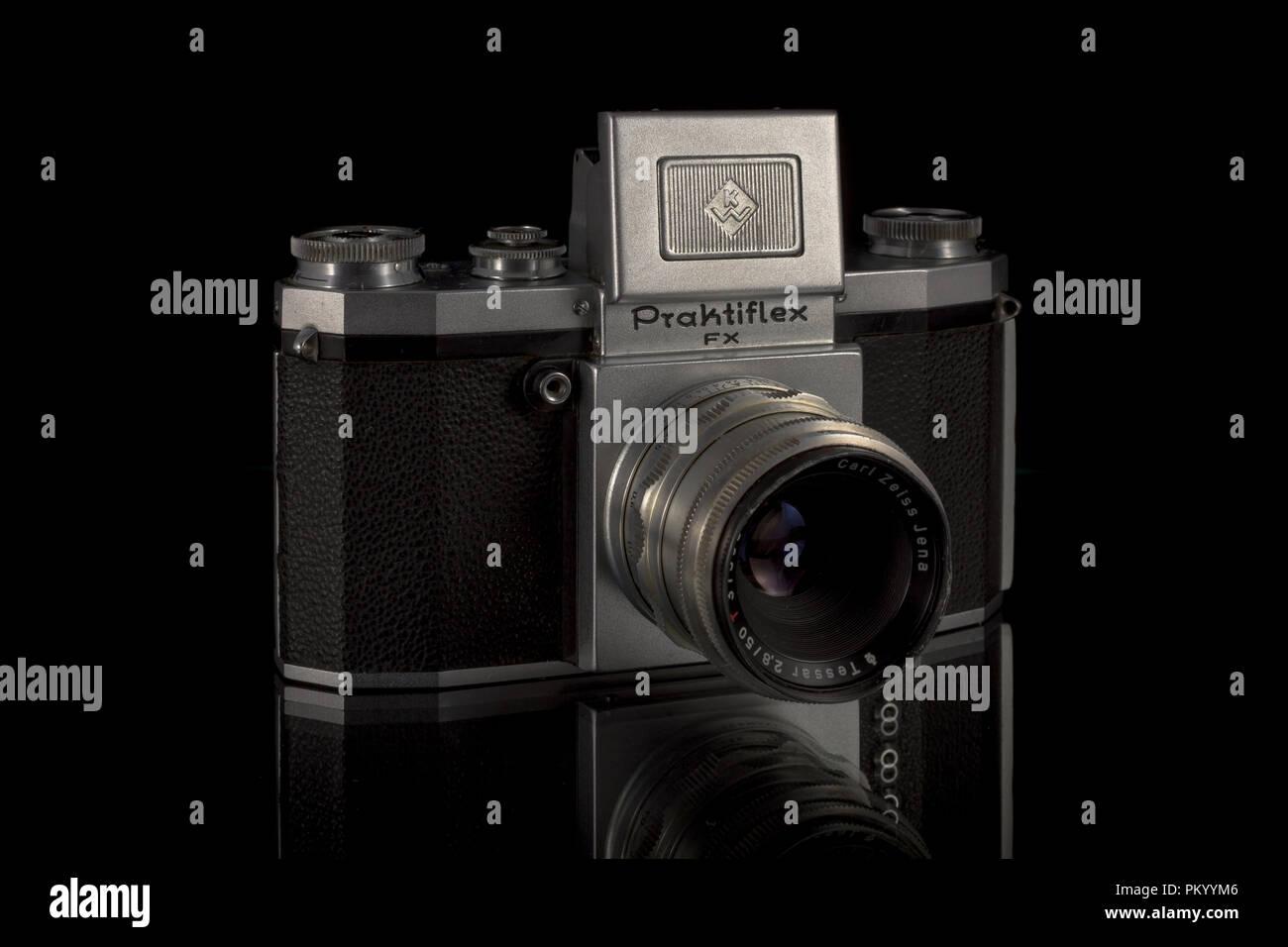 The Praktiflex is a 35mm SLR film camera, manufactured by Kamera-Werkstätten VEB Niedersedlitz,Dresden, former East Germany and produced between 39-49 - Stock Image