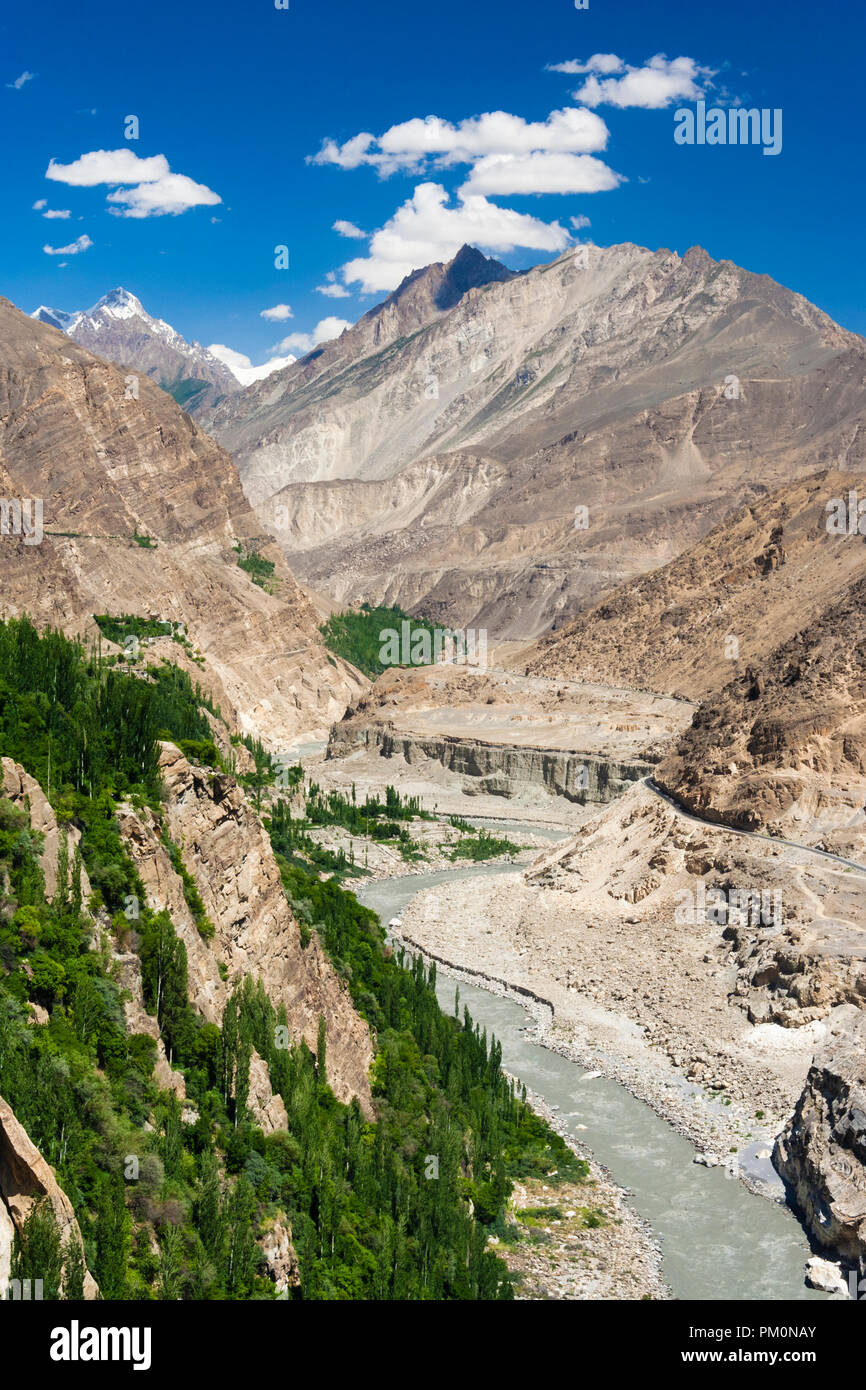 Altit, Hunza Valley, Gilgit-Baltistan, Pakistan : KKH Karakoram Highway and Hunza river as seen from Altit fort. - Stock Image