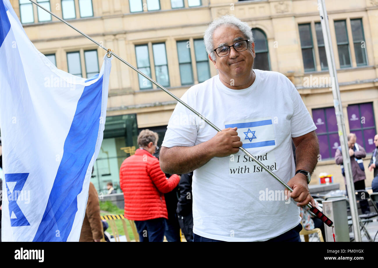 Manchester, UK. 16th Sep, 2018. A man holding an Israeli flag and wearing a shirt which reads 'I stand with Israel'  in Cathedral Gardens,  Manchester, 16th September, 2018 (C)Barbara Cook/Alamy Live News Credit: Barbara Cook/Alamy Live News - Stock Image