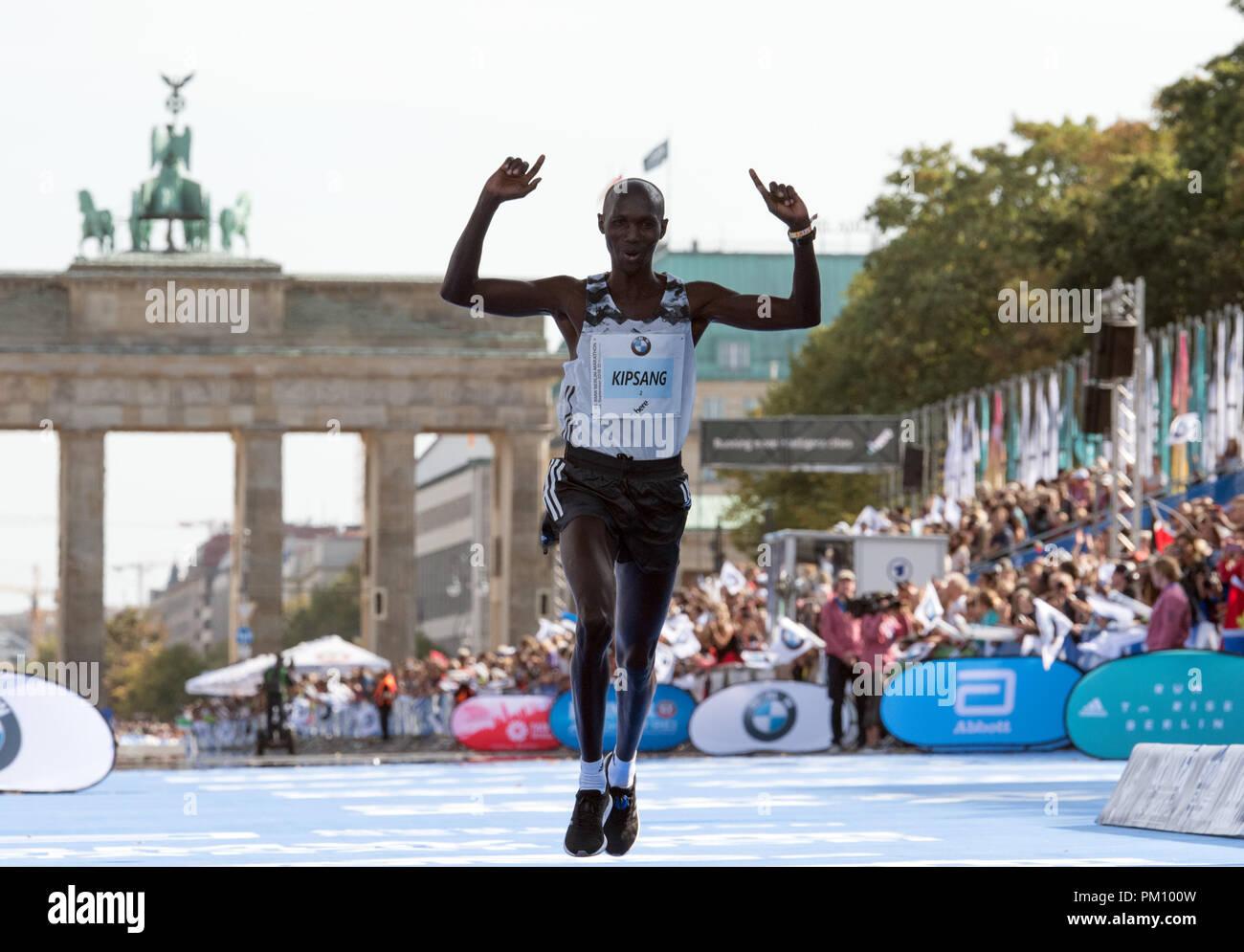 Berlin, Germany. 16 September 2018, Berlin: Wilson Kipsang finishing third the 45th BMW Berlin Marathon. Photo: Soeren Stache/dpa Credit: dpa picture alliance/Alamy Live News - Stock Image