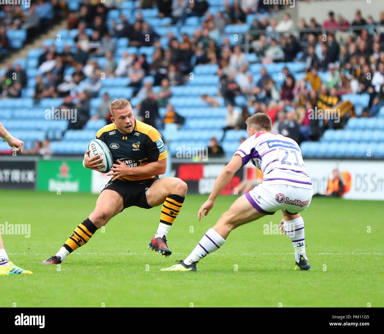 Coventry, UK. 16th September, 2018.   Tom Cruse (Wasps) on the charge during the Gallagher Premiership Rugby Union match between Wasps and Leicester Tigers rfc.  Phil Hutchinson/Alamy Live News - Stock Image