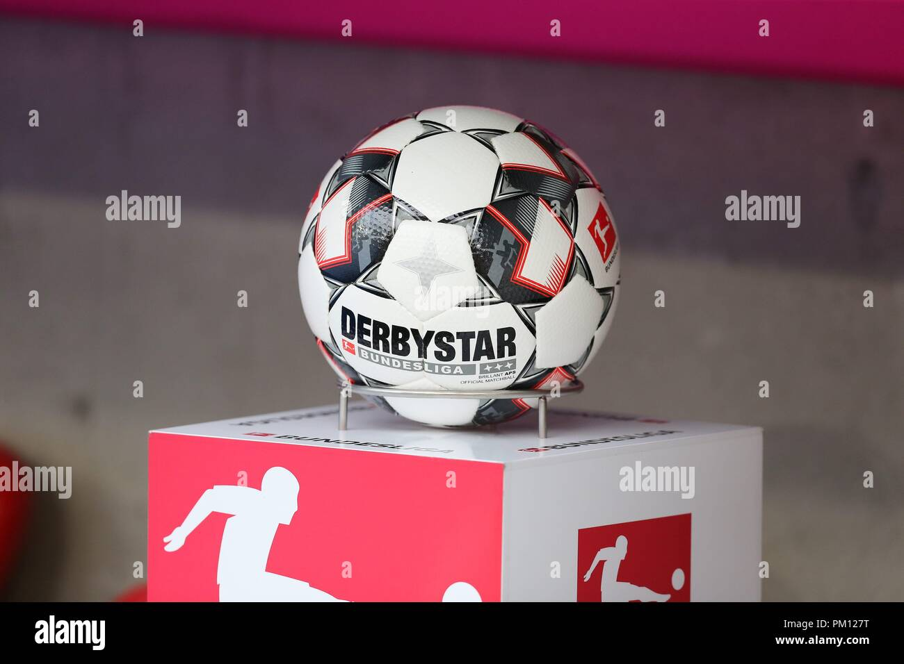 firo: 15.09.2018 Fuvuball, Football: 1.Bundesliga FC Bayern Munich - Bayer 04 Leverkusen, Derbystar, Spielball, Feature, Depositor | usage worldwide Stock Photo
