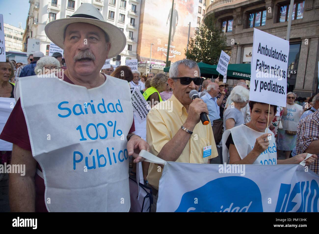 Madrid, Spain  16th Sep, 2018  An elderly man seen singing