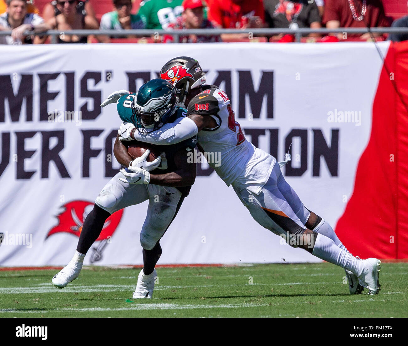 Tampa, Florida, USA. 16th Sep, 2018. Tampa Bay Buccaneers outside linebacker Kwon Alexander (58) tackles .Philadelphia Eagles running back Wendell Smallwood (28) in the 2nd half during the game between the Philadelphia Eagles and the Tampa Bay Buccaneers at Raymond James Stadium in Tampa, Florida. Del Mecum/CSM/Alamy Live News - Stock Image