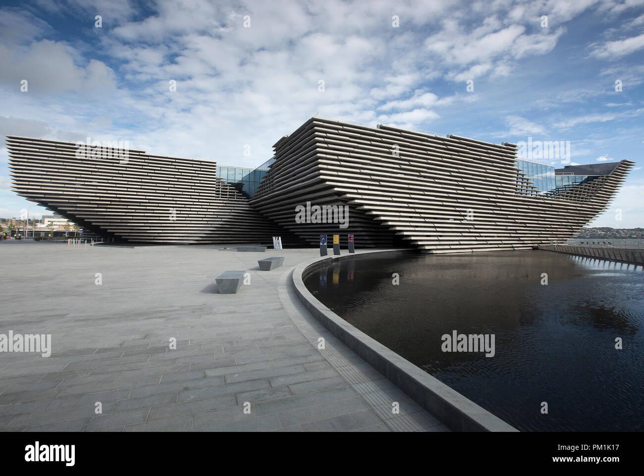 V&A Dundee designed by the architect Kengo Kuma - Stock Image