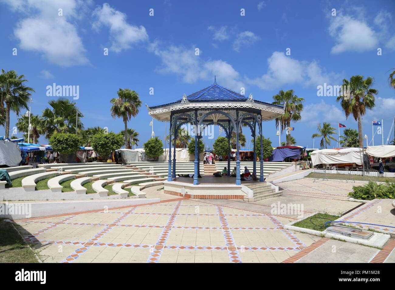 Philipsburg, San Maarten-20 April, 2016: Streets Markets selling traditional Caribbean clothing - Stock Image