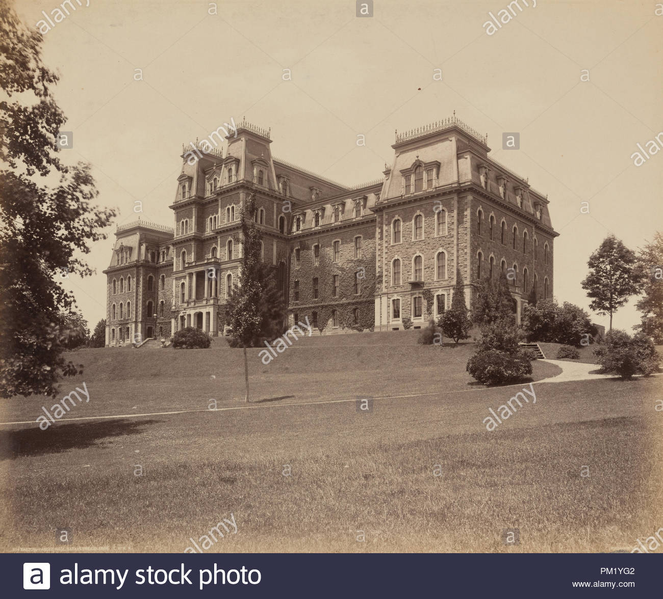Easton, Pardee Hall, Lafayette College. Dated: c. 1895. Dimensions: image: 43.7 × 52.1 cm (17 3/16 × 20 1/2 in.)  mount: 49.7 × 60.5 cm (19 9/16 × 23 13/16 in.). Medium: albumen print. Museum: National Gallery of Art, Washington DC. Author: William H. Rau. - Stock Image