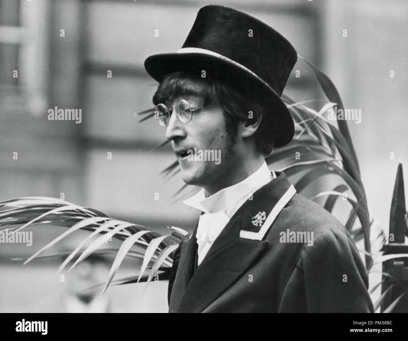 Beatle John Lennon filming a television show for the BBC, 1966.   File Reference # 1193_001THA © JRC /The Hollywood Archive - All Rights Reserved - Stock Image
