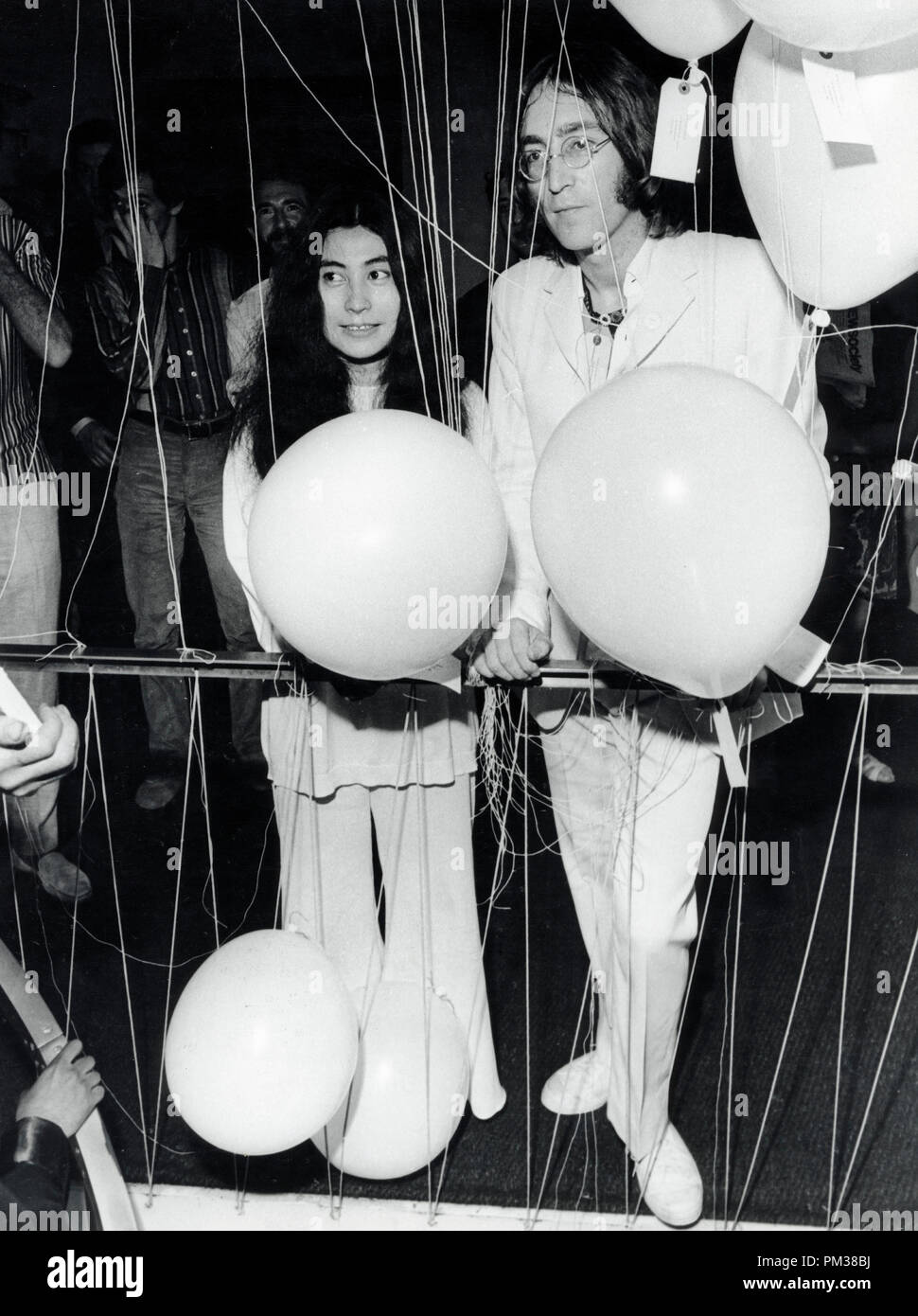 Beatle John Lennon and Yoko Ono 1968.   File Reference # 1193_006THA © JRC /The Hollywood Archive - All Rights Reserved - Stock Image