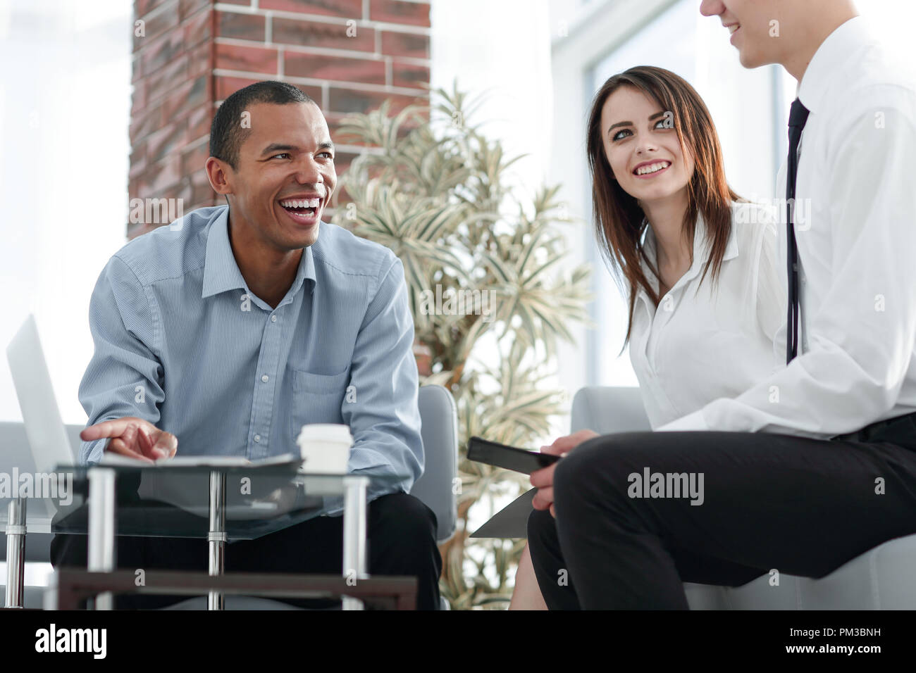 international business partners in negotiating a new contract - Stock Image