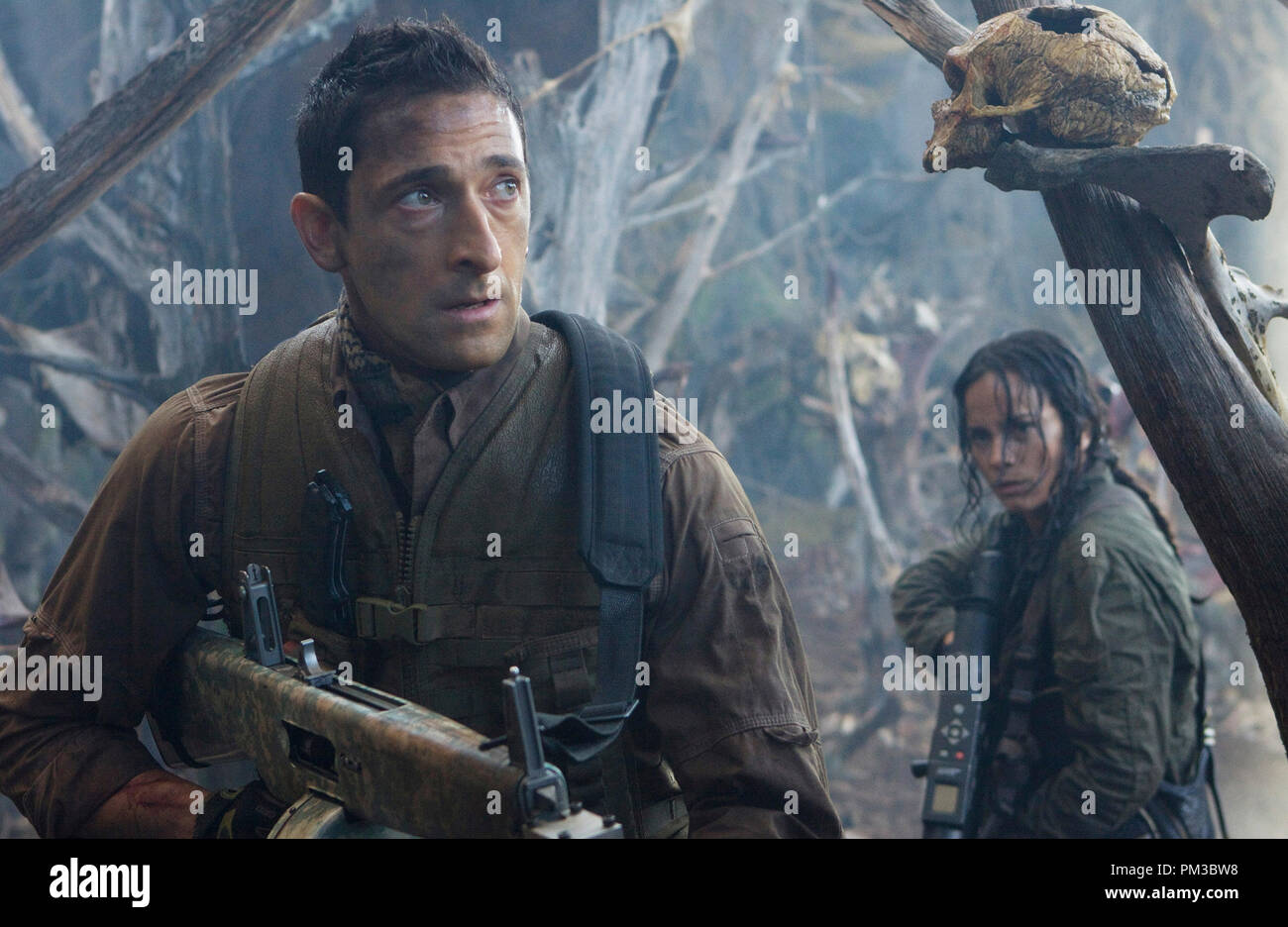 In an alien game preserve, Royce (Adrien Brody) and Isabelle (Alice Braga) discover theyÕre the game. - Stock Image