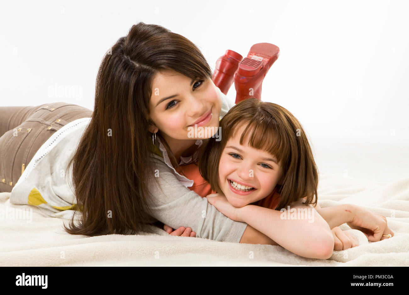 Joey King (right) and Selena Gomez are, respectively, RAMONA AND BEEZUS, a new film based on the beloved books by Beverly Cleary. - Stock Image