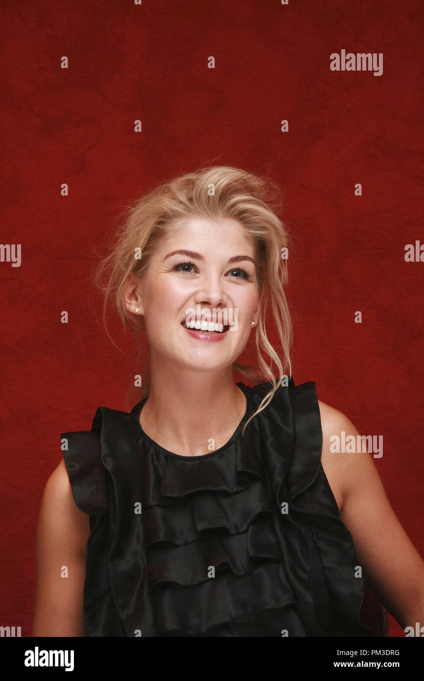 Rosamund Pike 'Barney's Version' Portrait Session, September 13, 2010.  Reproduction by American tabloids is absolutely forbidden. File Reference # 30482_027JRC  For Editorial Use Only -  All Rights Reserved - Stock Image