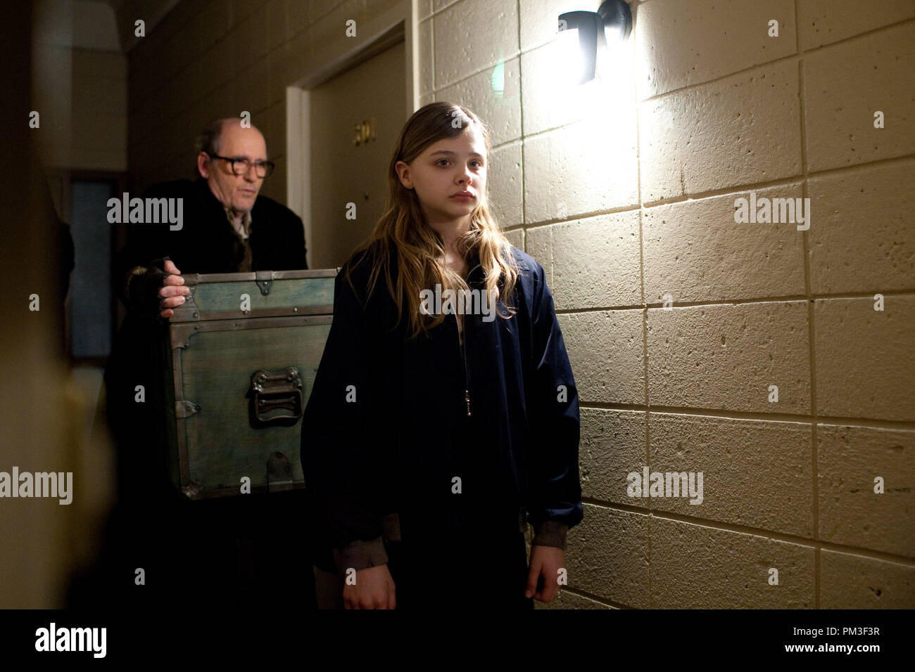 M269(Left to right.) Richard Jenkins and Chlo' Grace Moretz  stars in Overture Films' LET ME IN. - Stock Image
