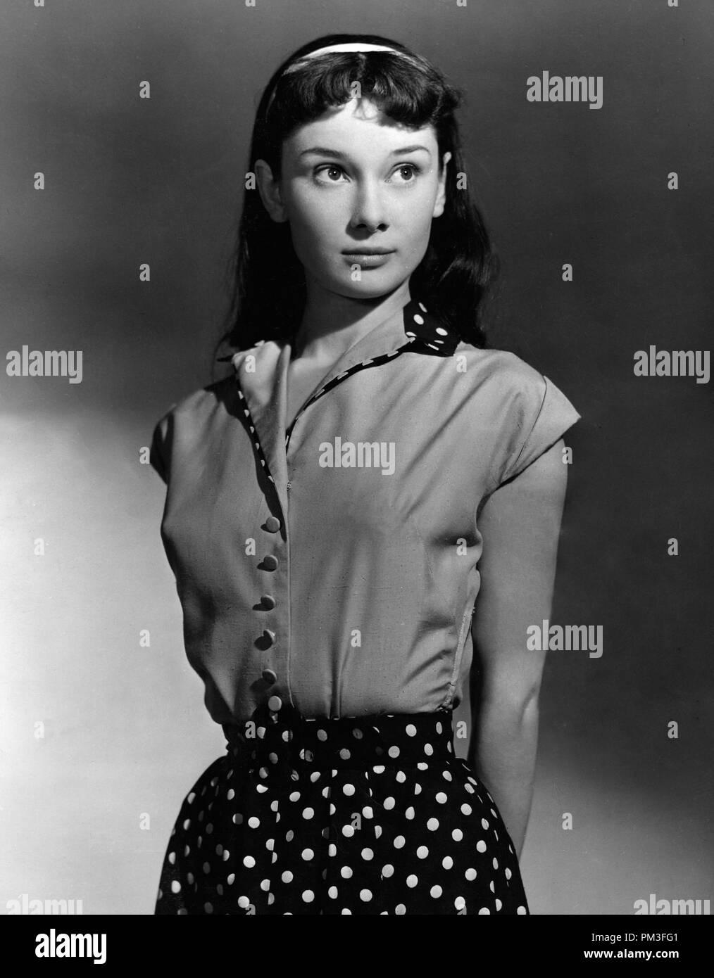 Studio Publicity Still: Audrey Hepburn in stage version of 'Gigi'    1952    File Reference # 30732_1138THA - Stock Image
