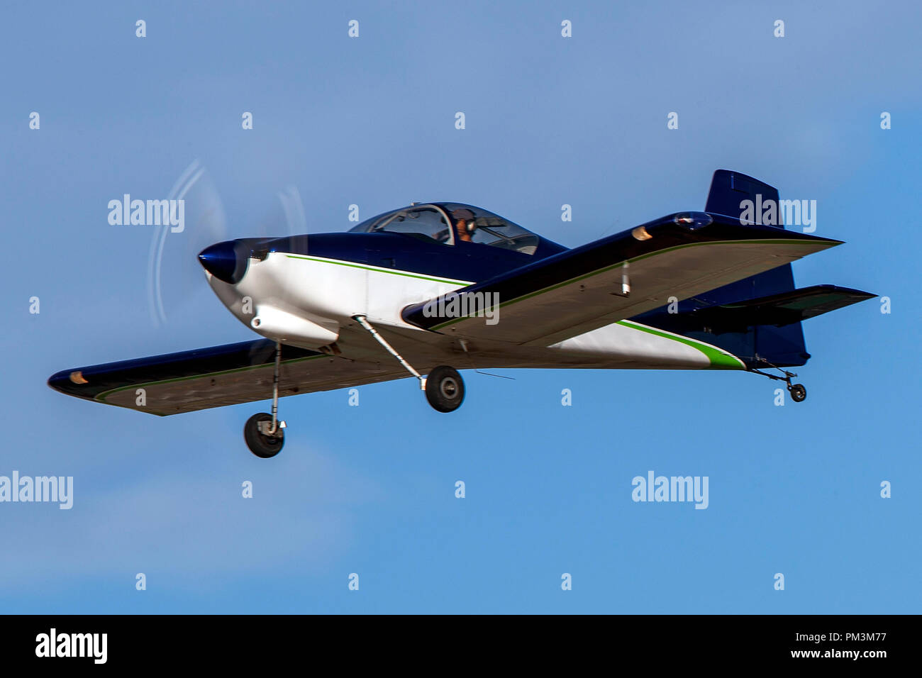 Van's Aircraft RV-7 (N611SE) taking off from Palo Alto Airport (KPAO), Palo Alto, California, United States of America - Stock Image