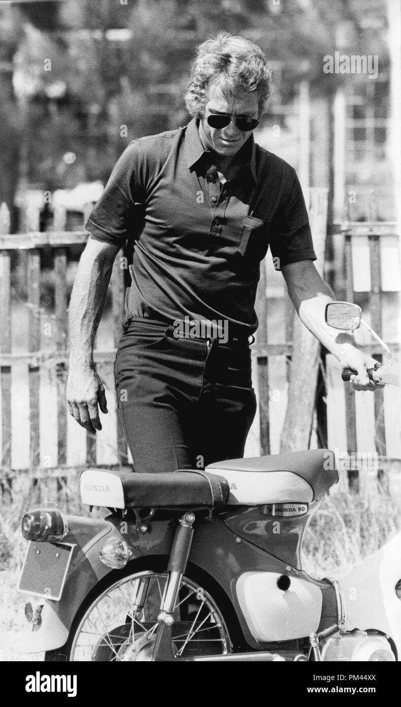 Steve McQueen indulging in one of his favorite pastimes, riding a motorcycle during a break in filming 'Le Mans' June1969. File Reference #1028_023THA © JRC /The Hollywood Archive - All Rights Reserved. - Stock Image