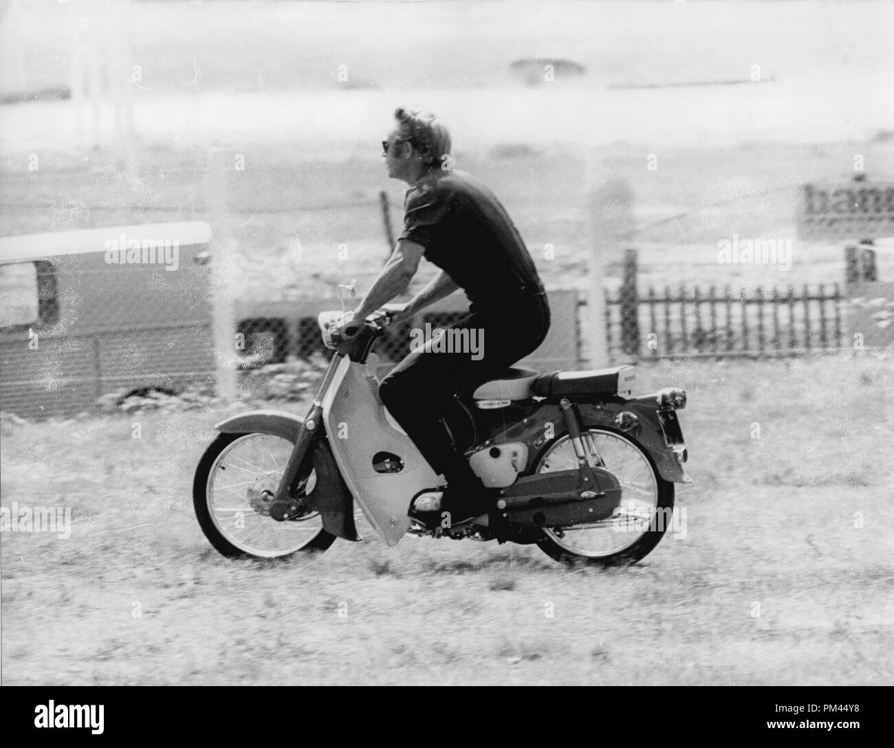 Steve McQueen indulging in one of his favorite pastimes, riding a motorcycle during a break in filming 'Le Mans' June1969. File Reference #1028_025THA © JRC /The Hollywood Archive - All Rights Reserved. - Stock Image