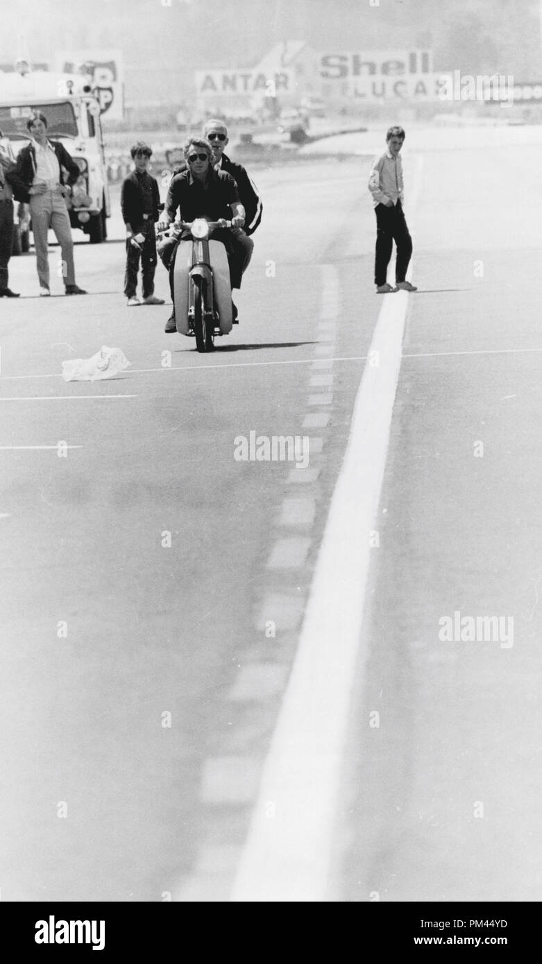 Steve McQueen indulging in one of his favorite pastimes, riding a motorcycle during a break in filming 'Le Mans' June1969. File Reference #1028_026THA © JRC /The Hollywood Archive - All Rights Reserved. - Stock Image