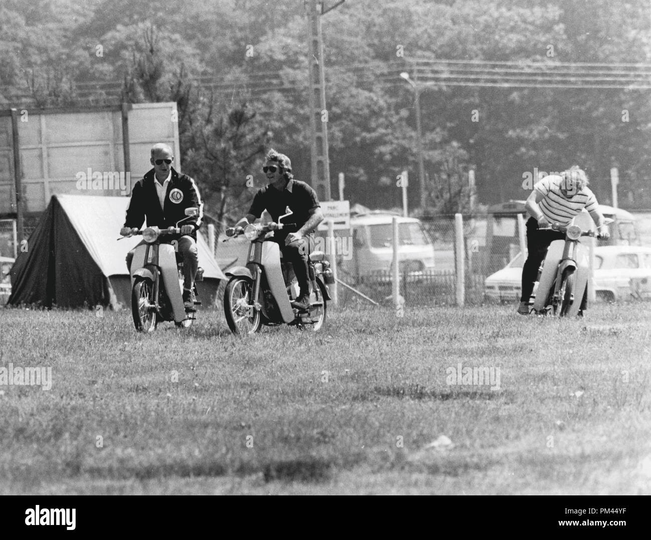 Steve McQueen indulging in one of his favorite pastimes, riding a motorcycle during a break in filming 'Le Mans' June1969. File Reference #1028_027THA © JRC /The Hollywood Archive - All Rights Reserved. - Stock Image