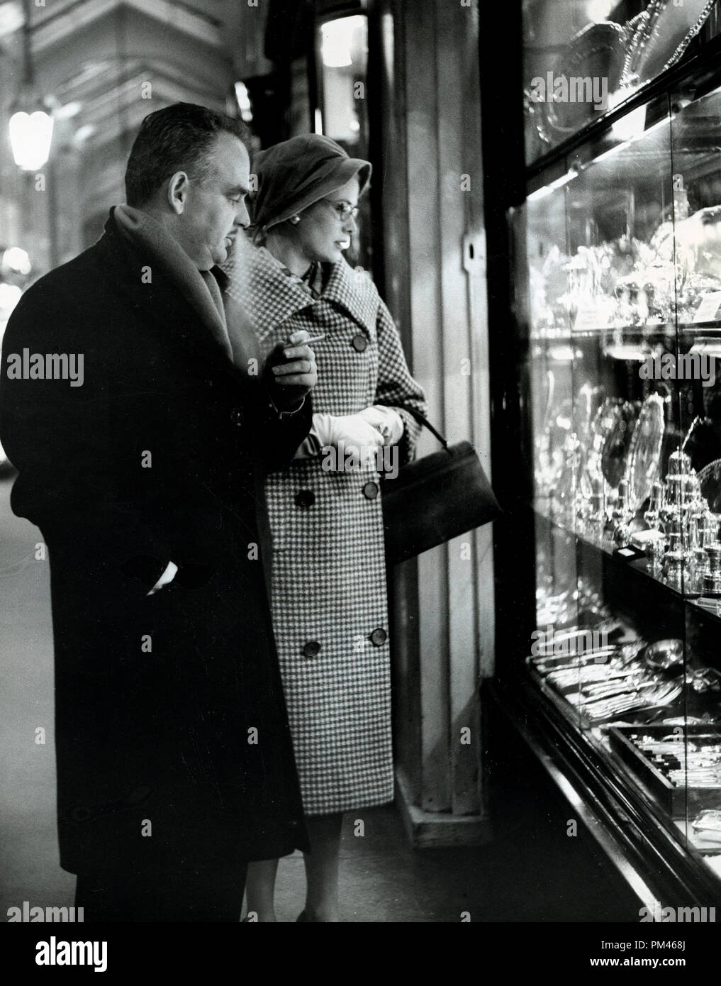 Prince Rainier and Princess Grace go shopping, December 4,1959. File Reference #1061 008THA © JRC /The Hollywood Archive - All Rights Reserved. Stock Photo