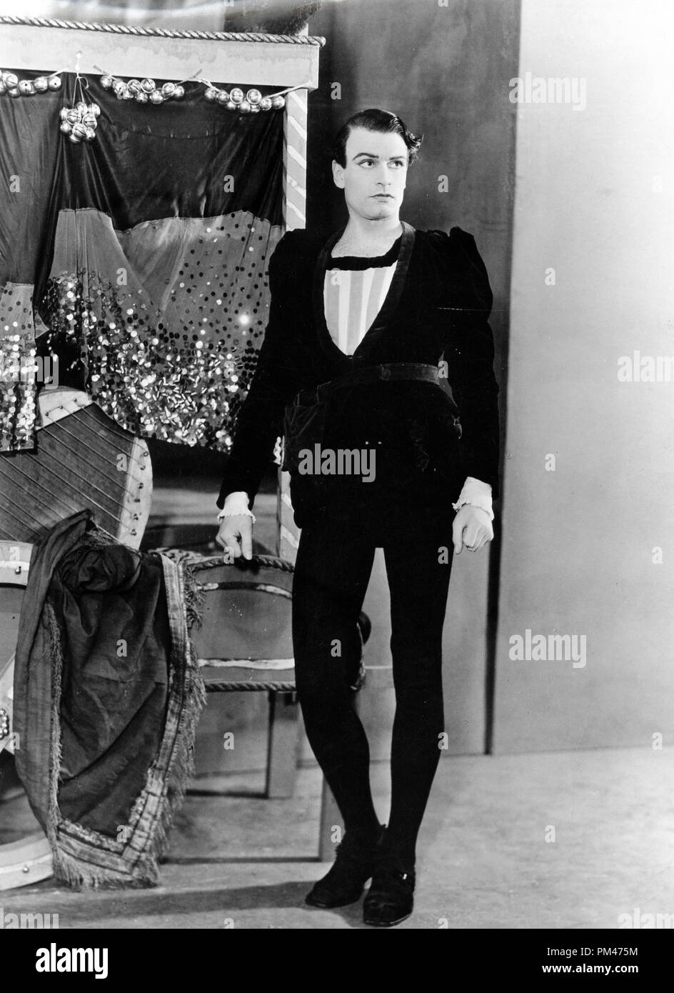Laurence Olivier in character for the stage version of 'Hamlet' 1936.  File Reference # 1104_003THA - Stock Image