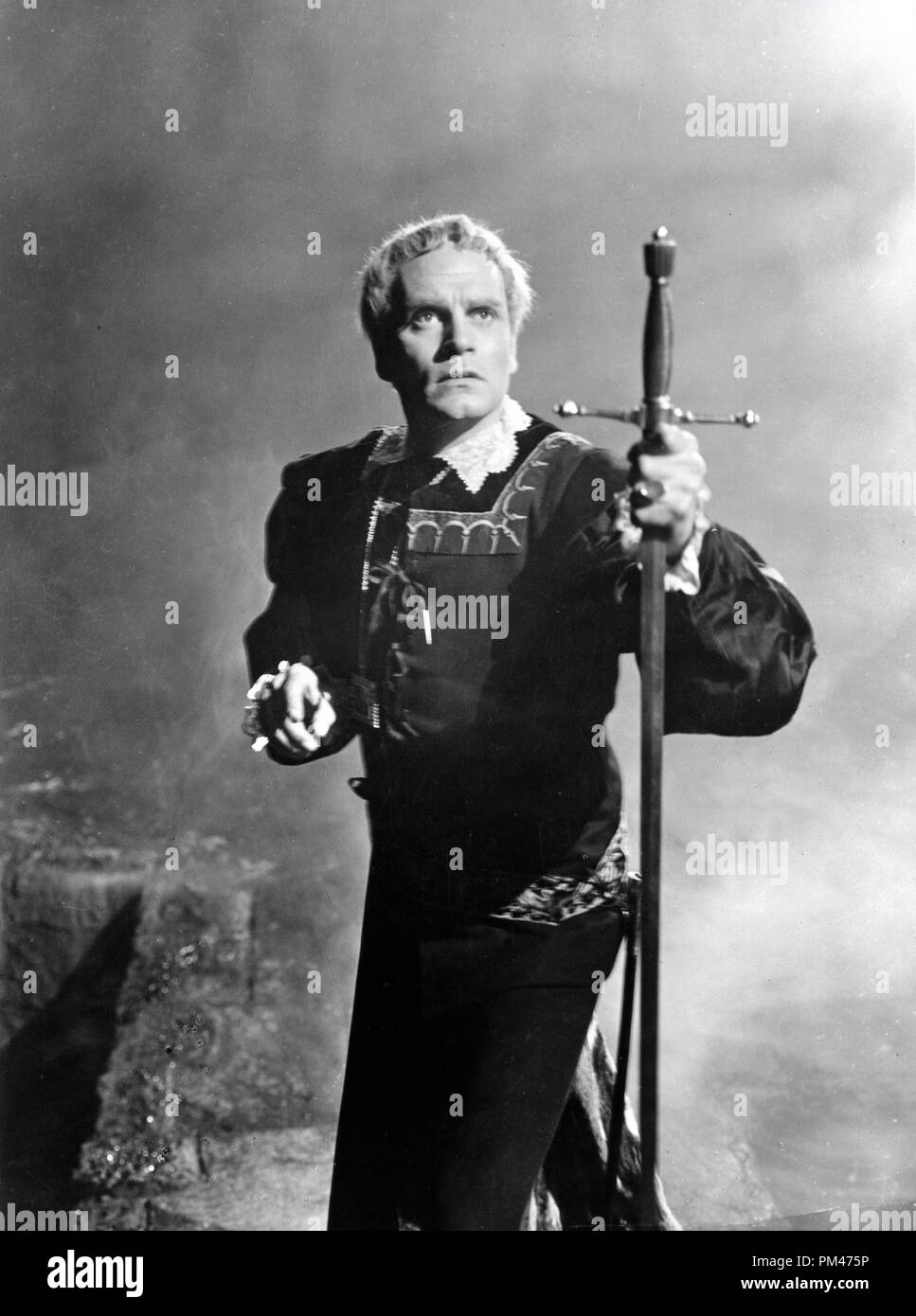 Laurence Olivier in character for the film version of 'Hamlet' 1948.  File Reference # 1104_005THA - Stock Image