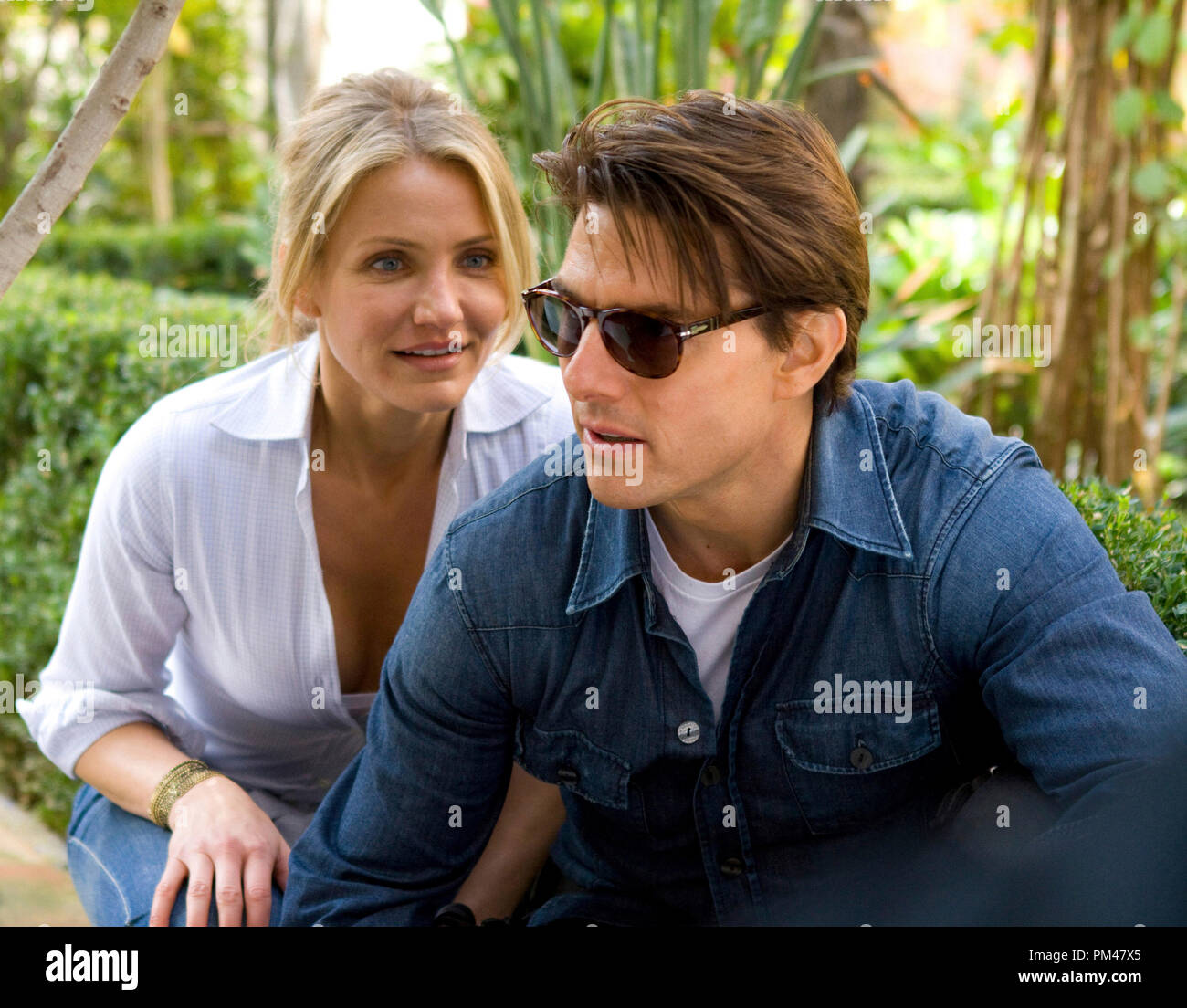 KNIGHT & DAY   June (Cameron Diaz) and Roy (Tom Cruise) aren't exactly in sync when they find themselves the targets of assassins.  Photo credit: Frank Masi  TM and © 2010 Twentieth Century Fox and Regency Enterprises.  All rights reserved. - Stock Image