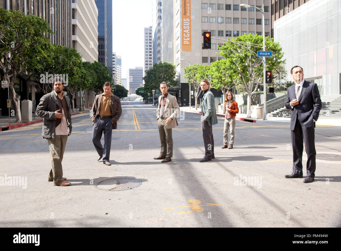 """(L-r) DILEEP RAO as Yusuf, TOM HARDY as Eames, JOSEPH GORDON-LEVITT as Arthur, LEONARDO DiCAPRIO as Cobb, ELLEN PAGE as Ariadne, and KEN WATANABE as Saito in Warner Bros. Pictures' and Legendary Pictures' sci-fi action film """"INCEPTION,"""" a Warner Bros. Pictures release. Stock Photo"""