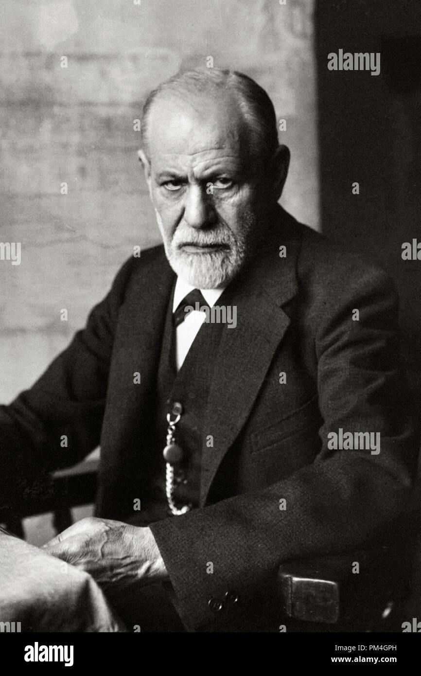 Sigmund Freud, 1921. Photo by F. Schmutzer   File Reference # 1003_085THA - Stock Image
