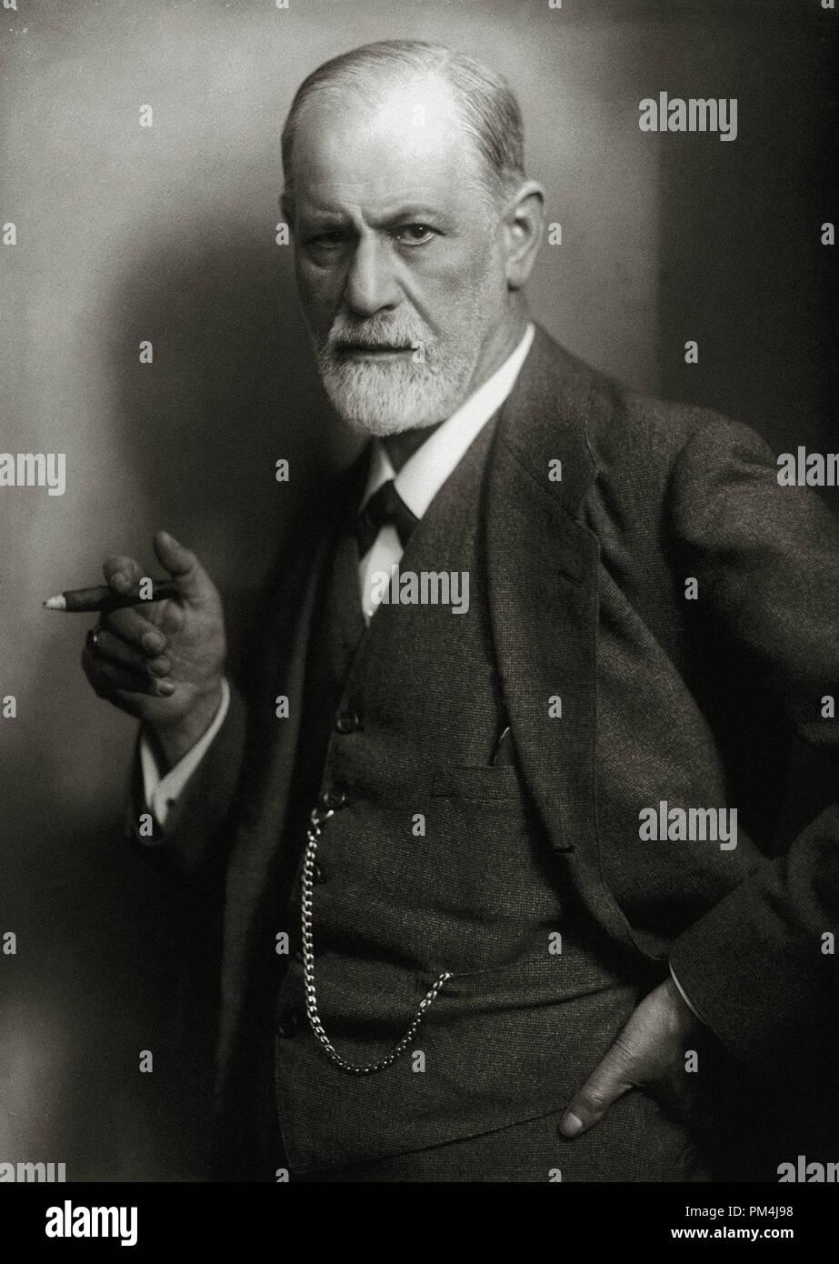 Sigmund Freud, founder of psychoanalysis, smoking cigar, 1922  Photo by Max Halberstadt  File Reference # 1003_615THA - Stock Image