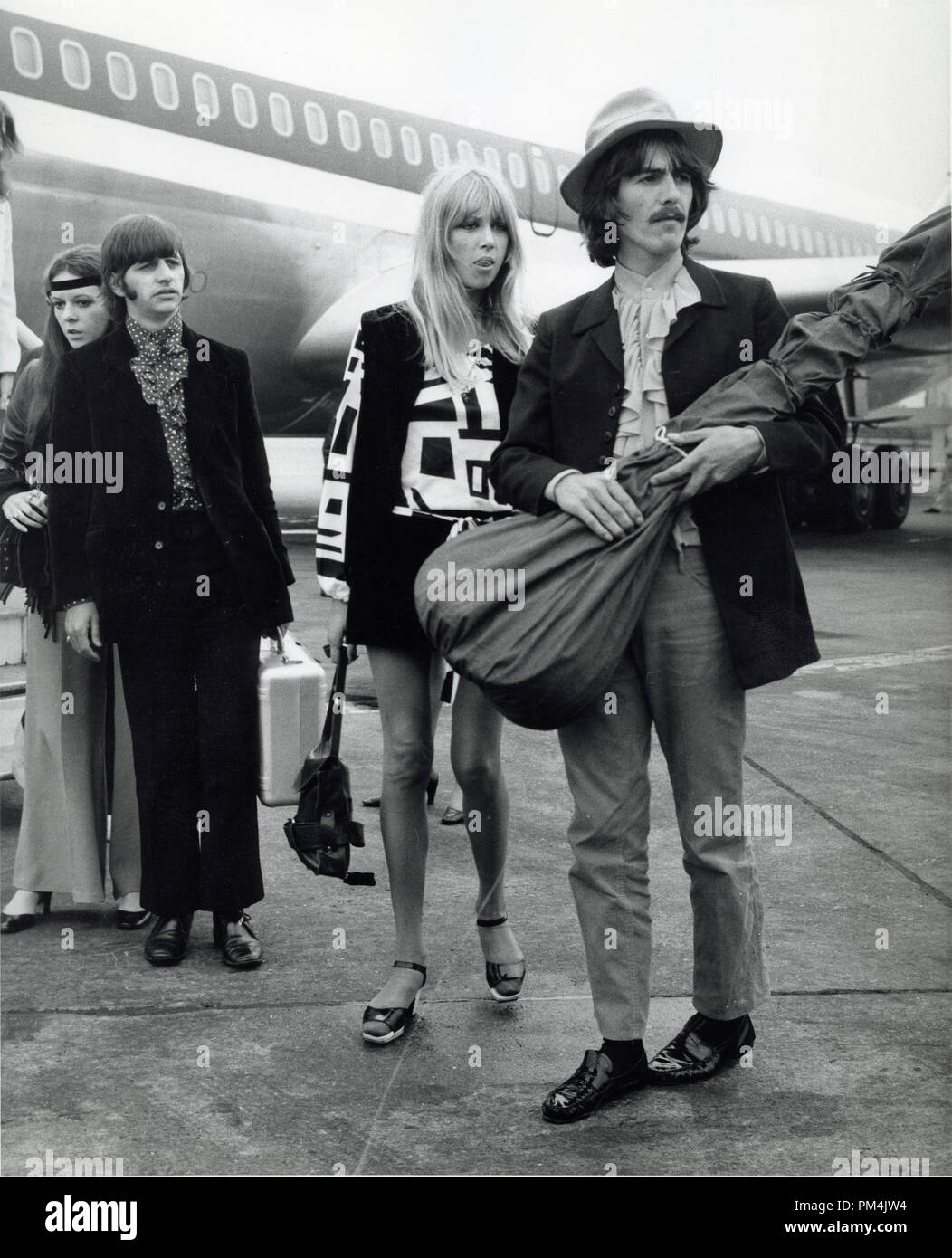 Beatles George Harrison and Ringo Starr along with Pattie Boyd and Maureen,1968. File Reference #1013_060 THA © JRC /The Hollywood Archive - All Rights Reserved. - Stock Image