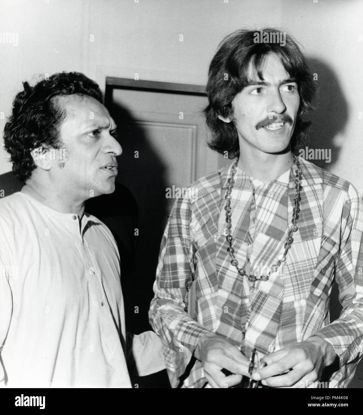 Beatle George Harrison and Ravi Shankar, circa 1969. File Reference #1013_121 THA © JRC /The Hollywood Archive - All Rights Reserved. - Stock Image