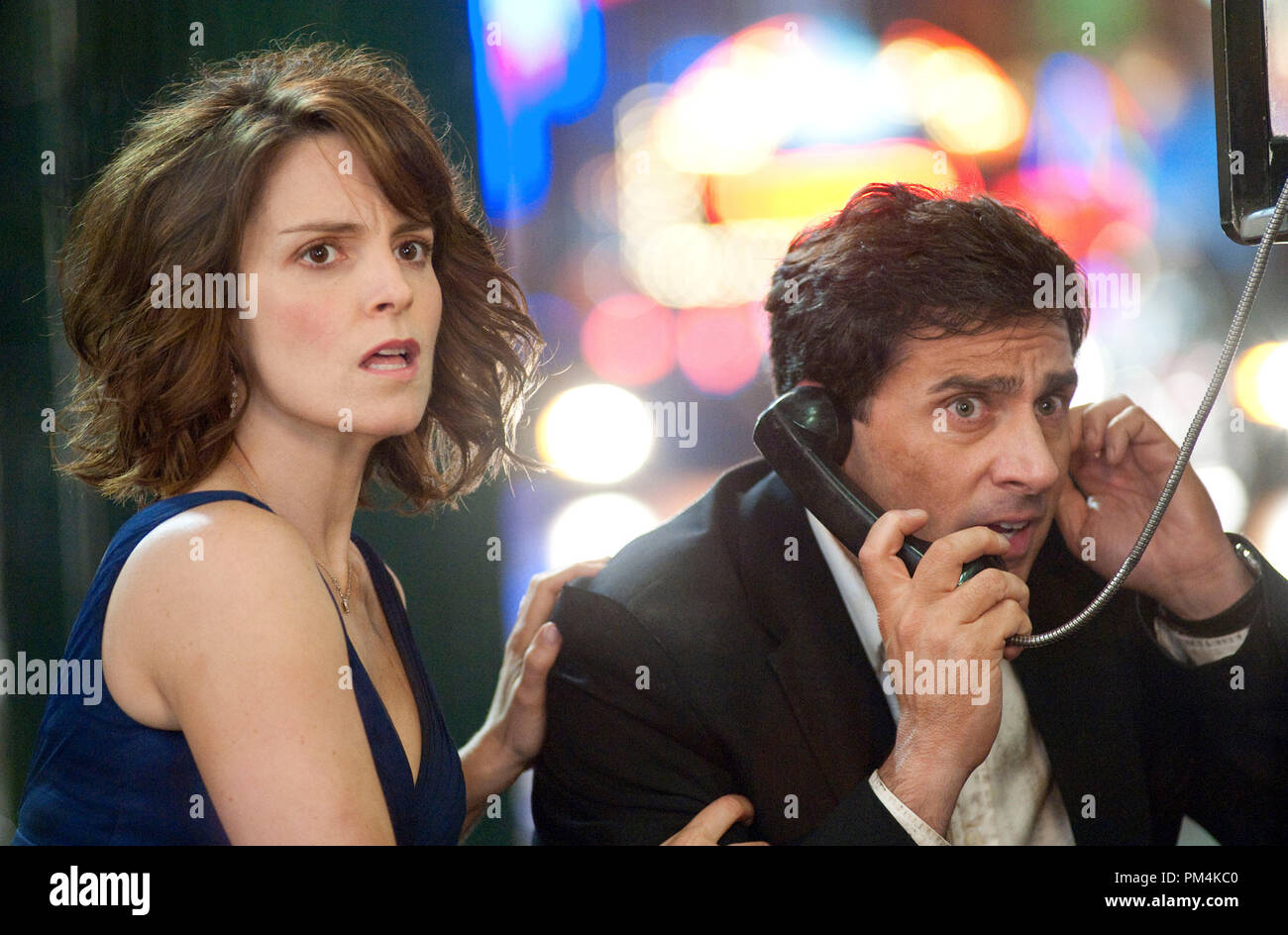 DN-138    In the midst of the date night from hell, Claire (Tina Fey) and Phil (Steve Carell) make a frantic call for help. Photo credit: Myles Aronowitz - Stock Image