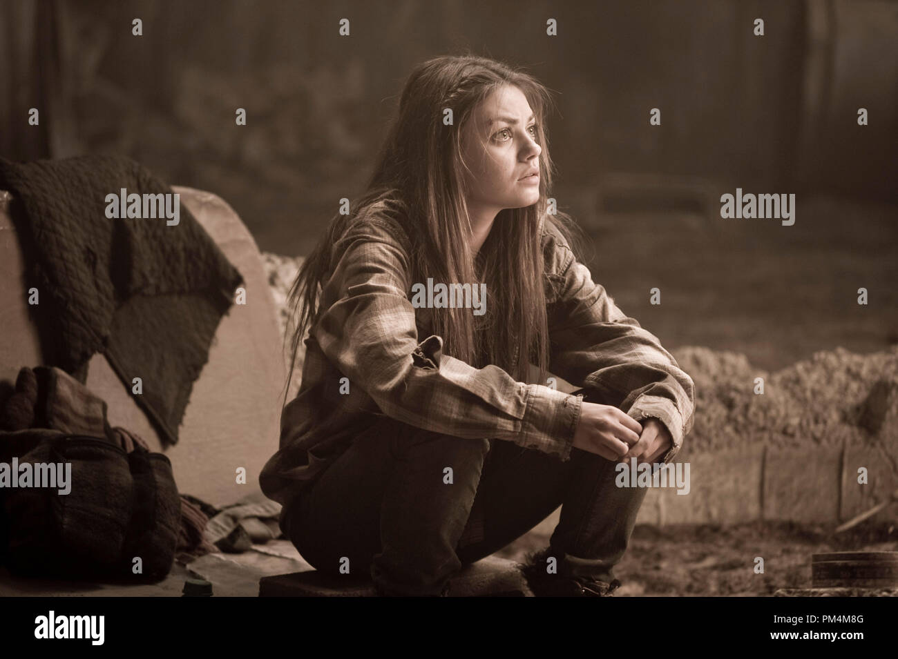 """MILA KUNIS as Solara in Alcon Entertainment's action adventure film """"The Book of Eli,"""" a Warner Bros. Pictures release. Stock Photo"""