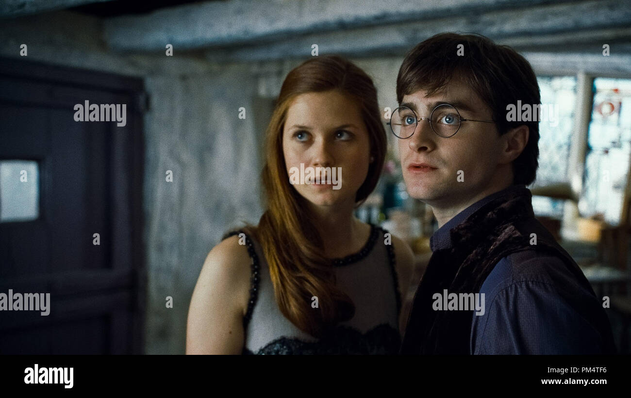 (L-r) BONNIE WRIGHT as Ginny Weasley and DANIEL RADCLIFFE as Harry Potter in Warner Bros. PicturesÕ fantasy adventure ÒHARRY POTTER AND THE DEATHLY HALLOWS Ð PART 1,Ó a Warner Bros. Pictures release.    Photo courtesy of Warner Bros. Pictures - Stock Image